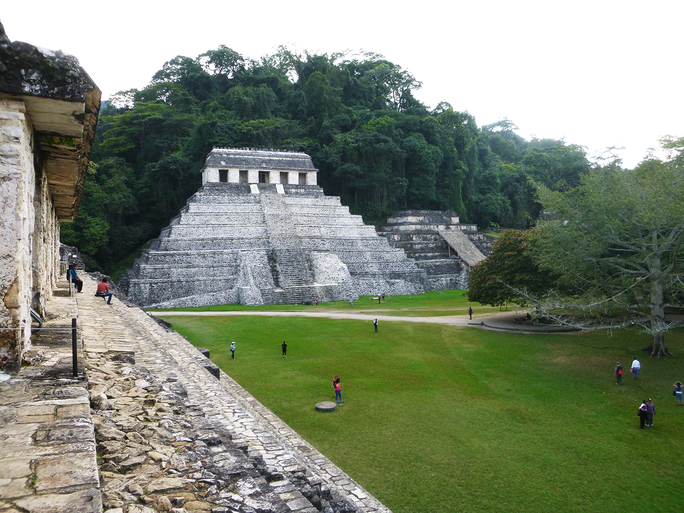 backpacking palenque pyramiede