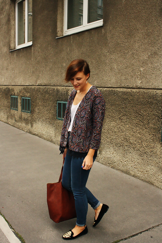 outfit blue jeans weit weg