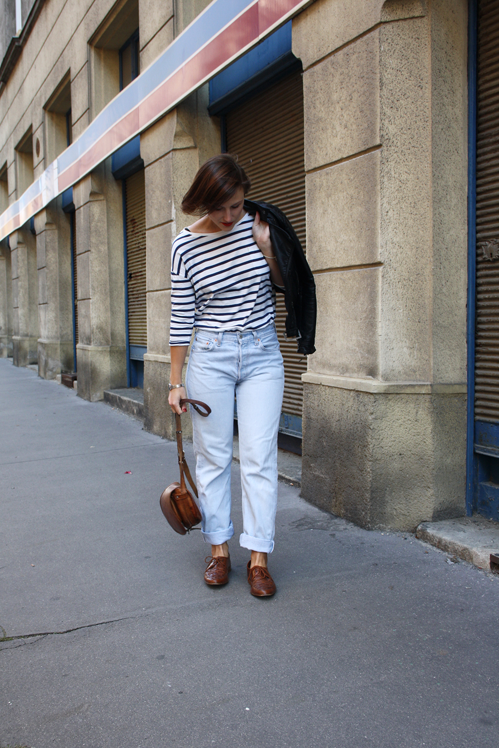 outfit-nachhaltig-levis-stripes-leather-jacket